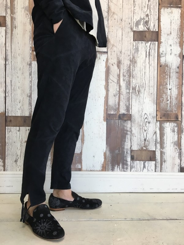 Marea Erre マレアエッレ suede long pants navy.jpg