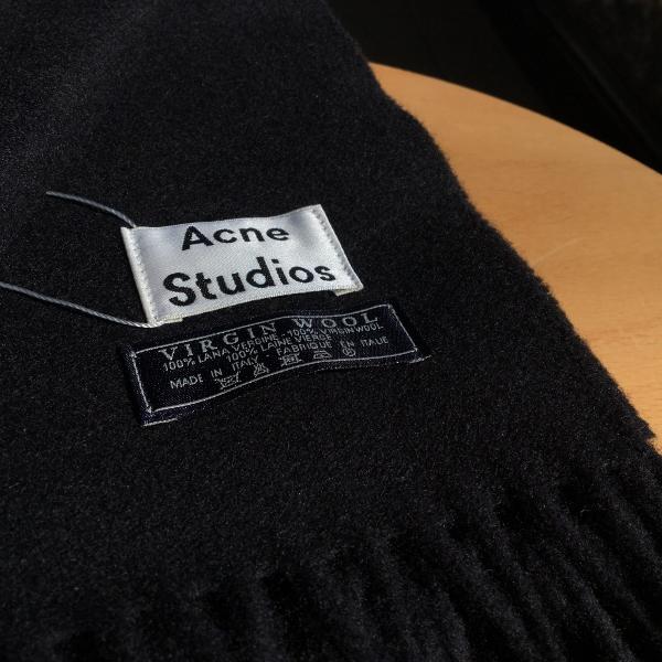 Acne Studios アクネストゥディオズ Canada カナダ 1.jpg