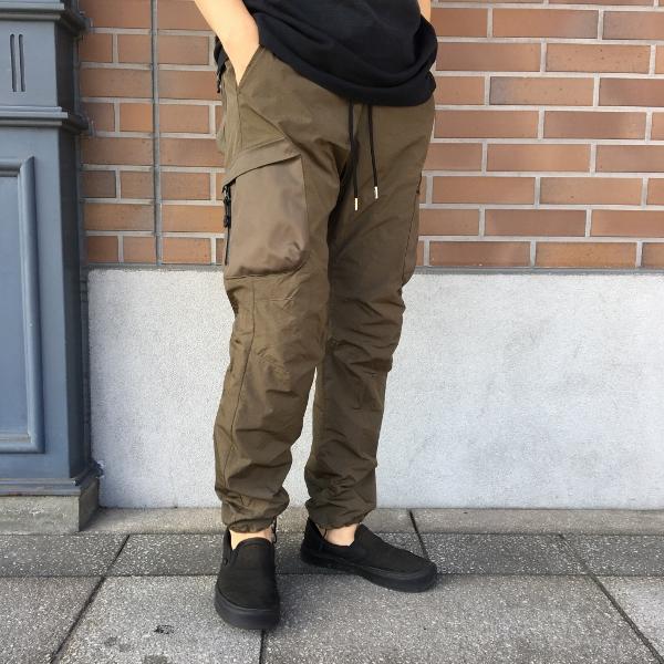 JOHN ELLIOTT ジョンエリオット high Shrunk Nylon Cargo Pants 2.jpg