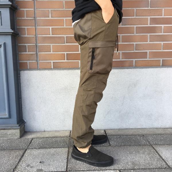 JOHN ELLIOTT ジョンエリオット high Shrunk Nylon Cargo Pants 3.jpg