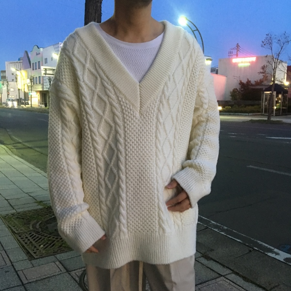 Name. ネーム CABLE KNIT OVERSIZED V NECK SWEATER 3.jpg
