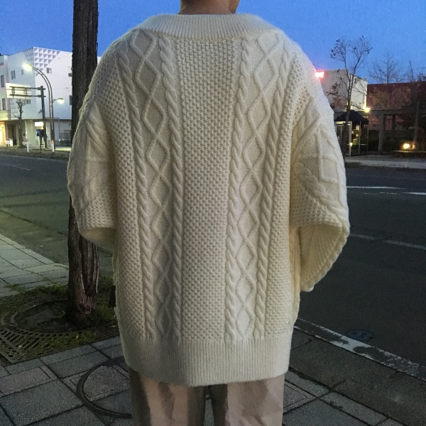 Name. ネーム CABLE KNIT OVERSIZED V NECK SWEATER 4.jpg