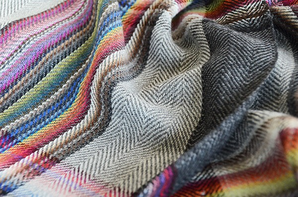 ザイノウエブラザーズ THEINOUEBROTHERS Multi Coloured Scarf Grey 3.jpg