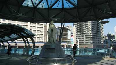 JR尼崎駅の「梅川」像