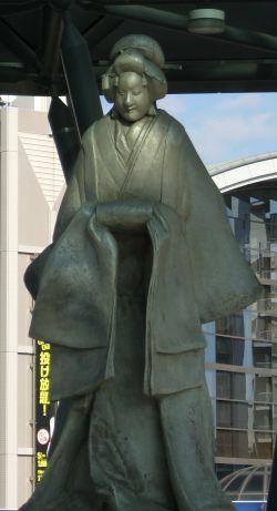 JR尼崎駅の「梅川」像 クローズアップ