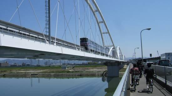 鳥飼大橋、大阪モノレール
