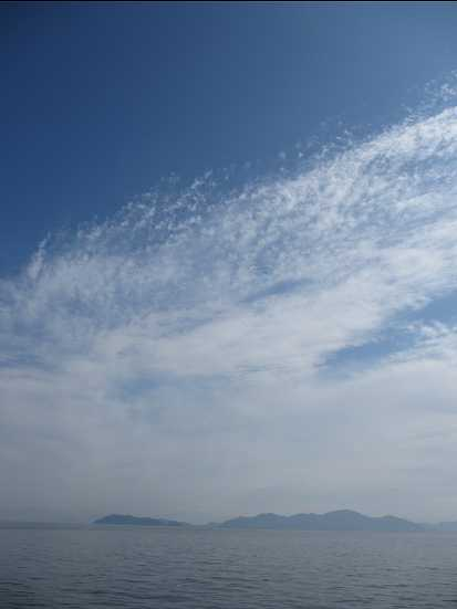 湖東方向の上空は青空