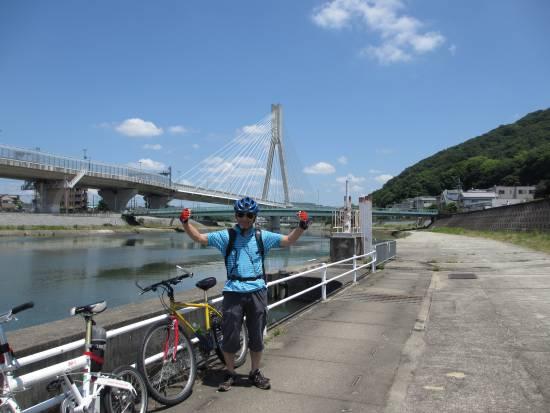 2013-06-29_1110_猪名川背景はビッグハープと五月山_IMG_3646_s.JPG