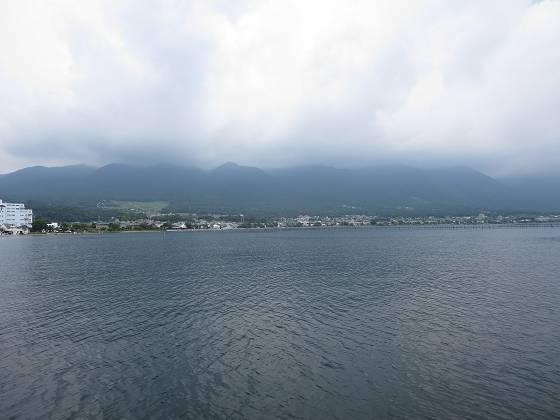 2014-07-18_1026_出港直後、比良の山並みと雨雲_IMG_6583_s.JPG