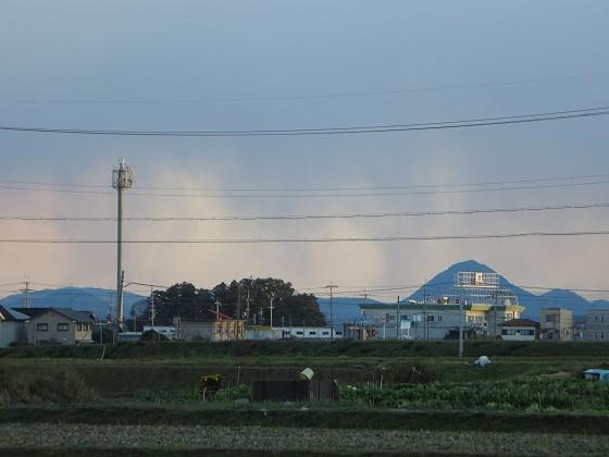 2014-12-13_1609_南の野洲方向に雨足_IMG_0552_s.JPG