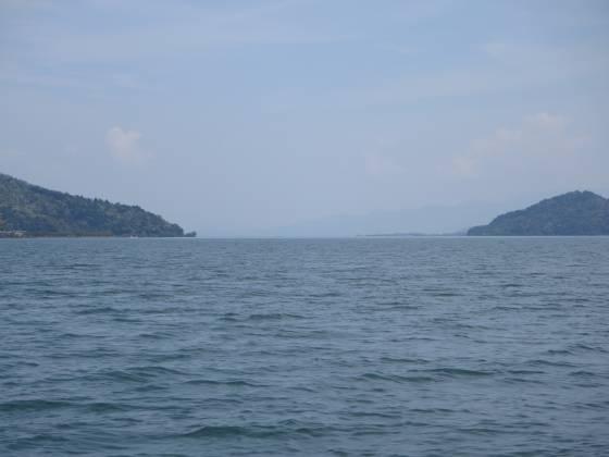 2015-04-24_1209_沖島南端沖から沖島水道を見た_IMG_2938_s.JPG
