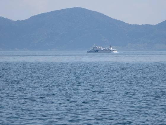 2015-04-24_1133_右舷前方に「湖の子」を見ながらスタボーのクローズホールドで北東を目指す_IMG_2930_s.JPG