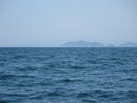 2015-05-22_1535_ジャイブ南下中観測塔を沖島手前に見る_IMG_3715_s.JPG