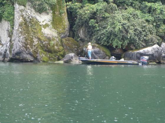 2015-07-03_1414_沖島北端のバスボート_IMG_4766_s.JPG