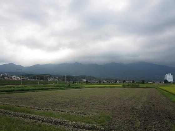 2015-08-28_1625_雲に覆われた比良の山並み_IMG_5270_s.JPG
