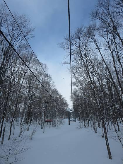 2017-01-17_0956_ハンの木高速ペアリフトから青空_IMG_7455_s.JPG