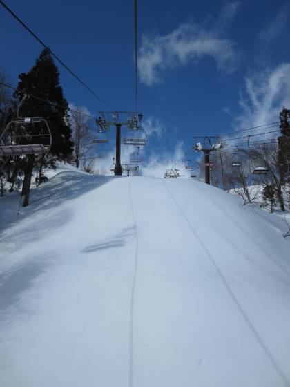 2017-02-24_1153_ハンの木第3クワッドリフトから線下の雪_IMG_8170_s.JPG