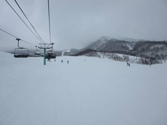 2017-02-26_1241_鐘の鳴る丘第2ゲレンデ・雲が下がり雪が降ってきました_IMG_8286_s.JPG