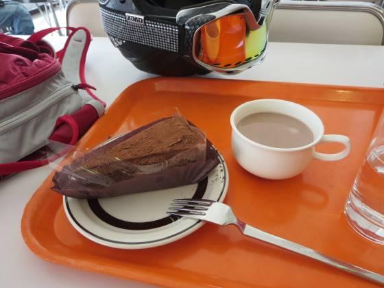 2017-02-27_1119_カフェテリア栂の森でチョコレートケーキとココア_IMG_8347_s.JPG