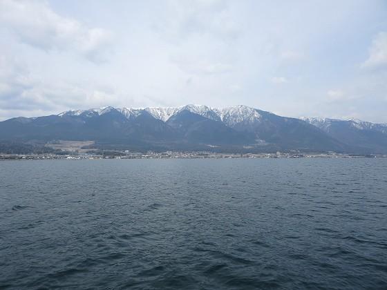 出港直後の比良山脈