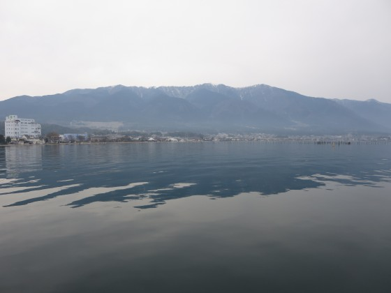 2017-04-05_1530_入港直前・ベタ凪の湖面と比良_IMG_9162_s.JPG