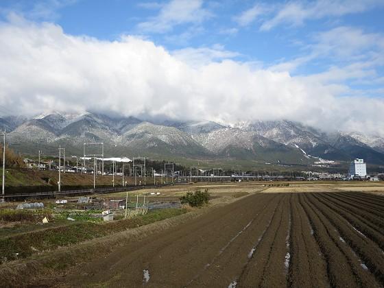 2017-12-15_0927_農道から見た朝の比良の山並み、雪で白くなっている_IMG_3440_s.JPG