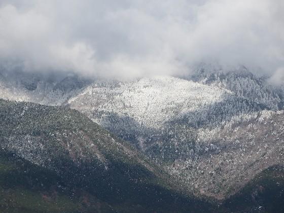 2017-12-15_0932_農道から見た朝の比良の山並み、雪で白くなっている_IMG_3442_s.JPG