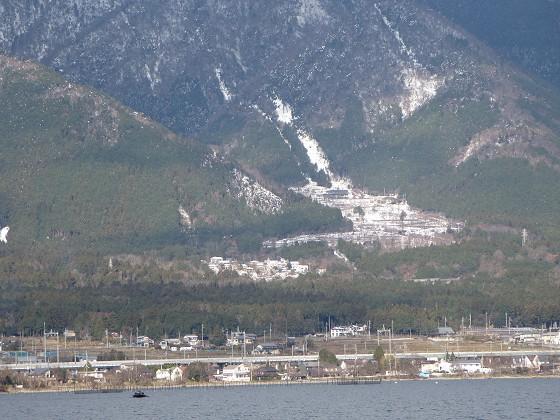 2017-12-15_1042_出港直後に見た琵琶湖バレーロープウエイ乗場付近のの雪_IMG_3457_s.JPG