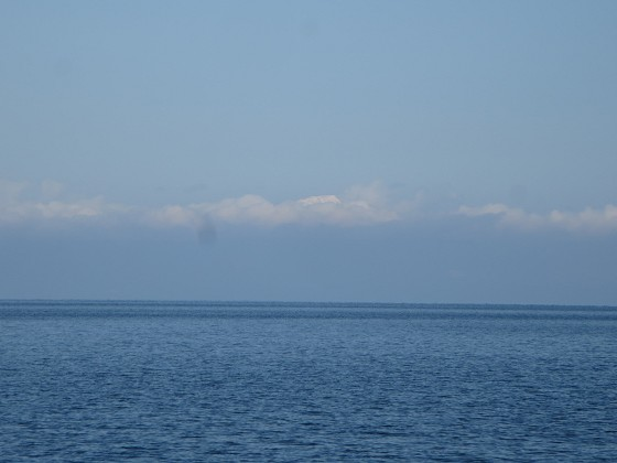 2017-12-15_1233_北東方向に雲の上に伊吹山の頭が覗く_IMG_3481_s.JPG
