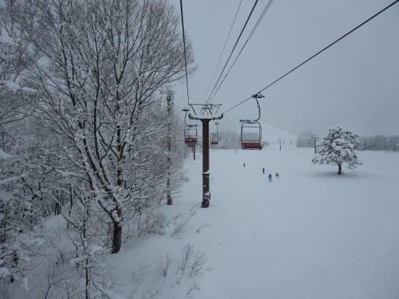 2018-01-11_0927_からまつ高速ペアリフトから見たからまつゲレンデ_IMG_3691_s.JPG