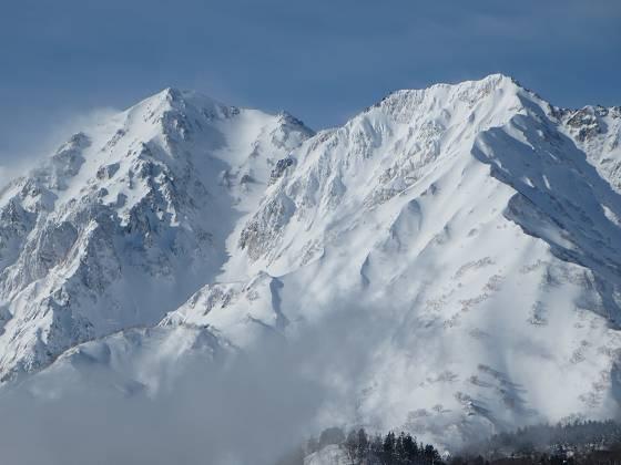2018-01-16_1001_栂の森ゲレンデ最上部から見た杓子岳白馬鑓ヶ岳_IMG_3936_s.JPG