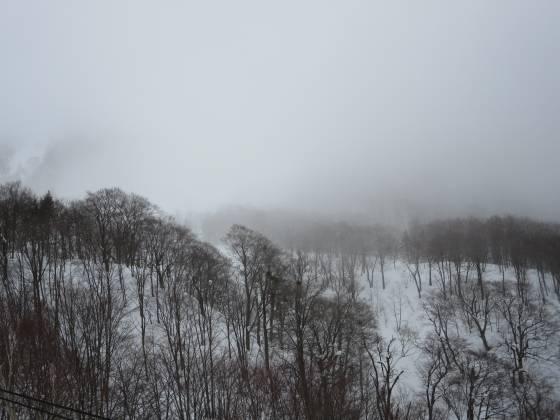 2018-01-10_0855_ハンの木高速ペアリフト・栂の森ゲレンデと馬の背方向はガスの中_IMG_3978_s.JPG