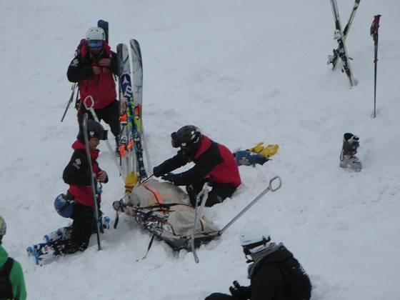 2018-02-15_1005_ハンの木コース急斜面で負傷者の救急_IMG_4293_s.JPG