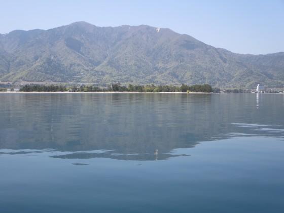 2018-04-20_1312_近江舞子沖の湖面に映る比良の山並み_IMG_0268_s.JPG