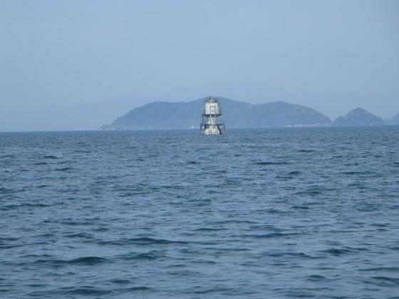 2018-05-12_1447_観測等のの真後ろに沖島_IMG_0627_s.JPG