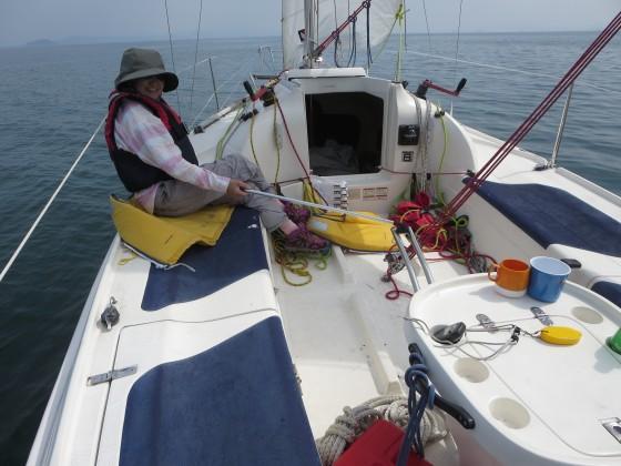 2018-05-16_1419_リーチングで南に向かう艇のデッキ_IMG_0689_s.JPG