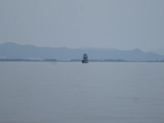 2018-05-26_1145_南南東の志賀沖観測塔をズーム_IMG_0887_s.JPG