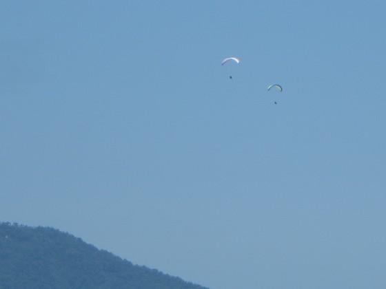 2018-06-02_1048_琵琶湖バレーから飛び出したパラグライダーの姿_IMG_0998_ts.JPG