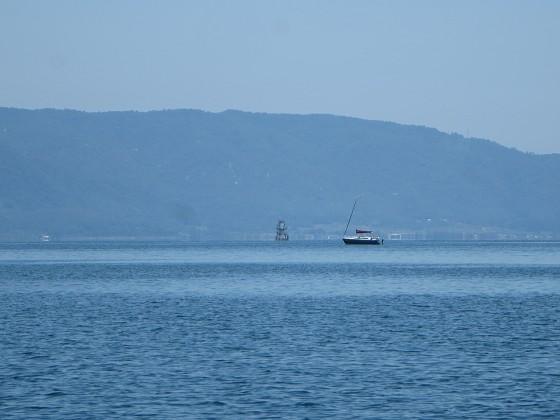 2018-06-02_1120_北に志賀ヨットクラブから出た艇がトローリング中_IMG_1012_s.JPG