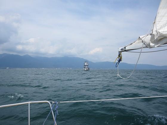 2018-08-30_1100_志賀沖観測塔の南を通過_IMG_1690_s.JPG
