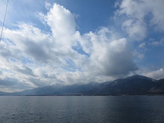 2019-01-19_1245_雪の山並みと上空の雲_IMG_2915_s.JPG