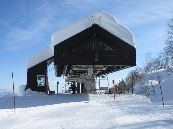 2019-01-30_1345_ハンの木高速ペアリフト降り場の屋根の雪_IMG_7007_s.JPG
