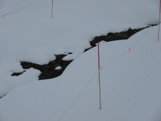 2019-02-19_0924_鐘の鳴る丘第2ゲレンデ真ん中の融雪部分_IMG_7304_s.JPG