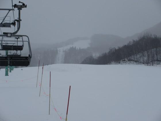 2019-02-19_0930_鐘の鳴る丘第2ゲレンデから見上げたハンの木コース・雪で視界が悪くなる_IMG_7305_s.JPG