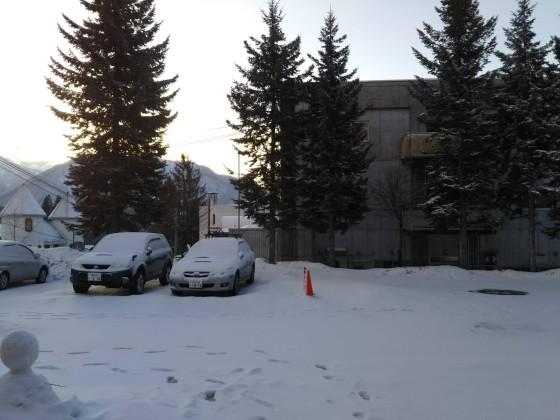 2019-02-21_0704_ホテル前の駐車場の雪_DSC_0192_s.JPG