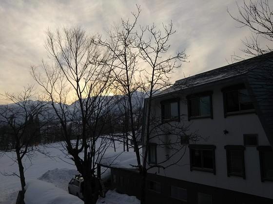 2019-02-22_1651_窓の外、山の端に沈む_DSC_0123_s.JPG