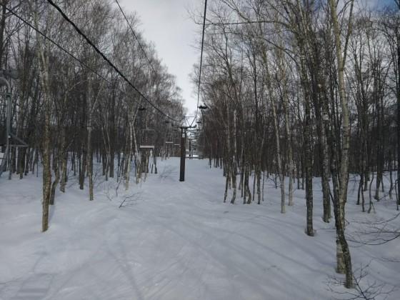 2019-02-23_0847_この日2本目のハンの木高速ペアリフトから見たゲレンデの雪降_DSC_0143_s.JPG