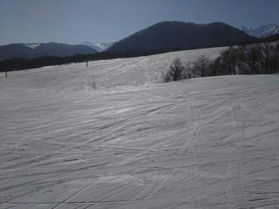 2019-02-25_1424_丸山第1クワッドリフトから見た鐘の鳴る丘第2ゲレンデ方向_DSC_0167_s.JPG