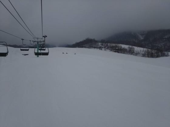 2019-02-26_0936_鐘の鳴る丘第2ゲレンデから見たハンの木コース中間部まで・濃霧_DSC_0188_s.JPG