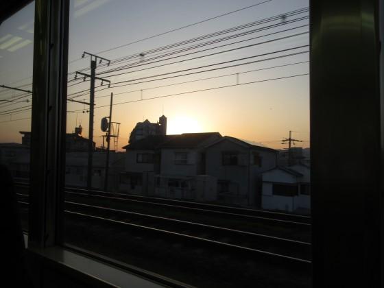 2019-04-18_1814_列車の窓から西に日が沈む_IMG_8146_s.JPG